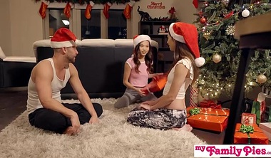 Stepbro's Christmas Threesome And Sister Creampie S5:E6